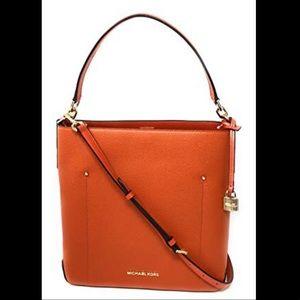MICHAEL KORS Hayes LG Leather Bucket Shoulder Bag